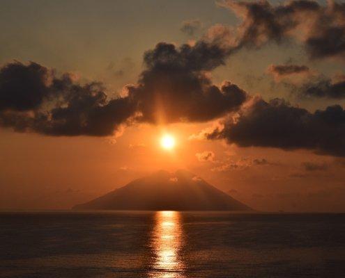 vacanze in barca a vela isole eolie stromboli