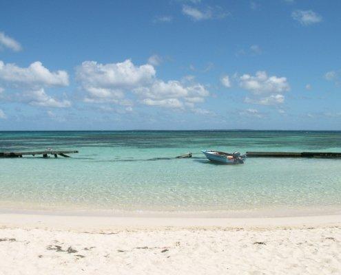 vacanze in barca a vela ai caraibi con skipper mare e spiaggia