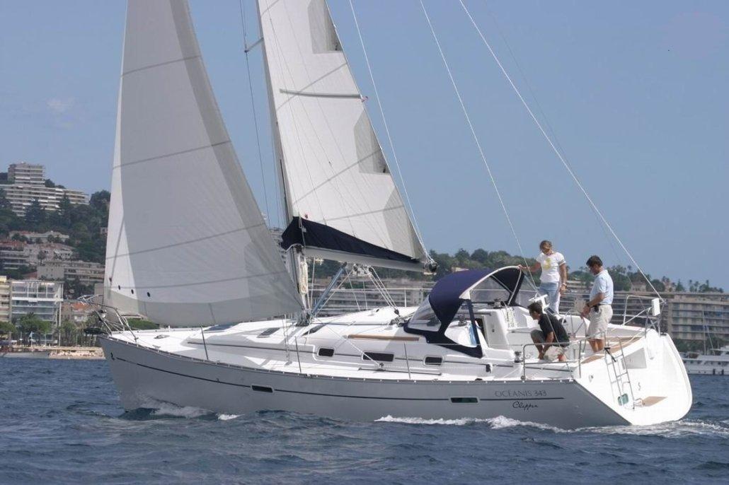 barche a noleggio senza skipper beneteau 343 navigazione lato
