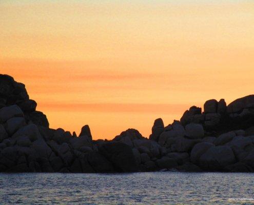 vacanze in barca a vela con skipper in Sardegna del nord tramonto