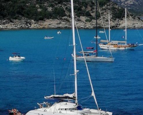 vacanze in catamarano ancoraggio