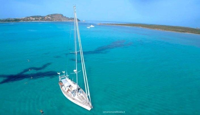 vacanze in barca a vela con skipper in sardegna freya